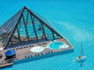 Φωτογραφία για Απίστευτες εικόνες: Δεν φαντάζεστε πώς είναι η μεγαλύτερη πισίνα του κόσμου!