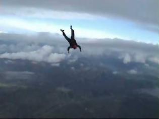 Φωτογραφία για Παγκόσμιο ρεκόρ: Ελεύθερη πτώση χωρίς αλεξίπτωτο!