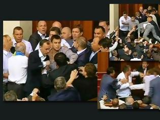 Φωτογραφία για VIDEO: Άγριο ξύλο στην ουκρανική βουλή