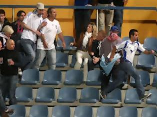 Φωτογραφία για Επεισόδιο με Σκοπιανό στην εξέδρα της Εθνικής ομάδος ποδοσφαίρου...Τον κυνήγησαν οι Έλληνες οπαδοί μέχρι τα αποδυτήρια..