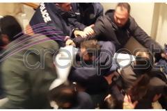 Ηράκλειο: Ένταση στο Επιμελητήριο – Οι διαδηλωτές επιδιώκουν κατάληψη του κτιρίου! Στο χώρο της εκδήλωσης ο Τ. Πετρόπουλος