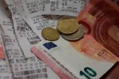Δείτε πώς θα γλιτώσετε φόρο έως 2.100 ευρώ
