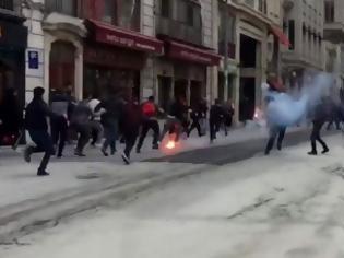 Φωτογραφία για Επεισόδια στην Ταξίμ. Χτύπησαν οπαδούς του Ολυμπιακού - Συλλήψεις τουλάχιστον τεσσάρων Τούρκων οπαδών (Vids)