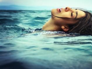 Φωτογραφία για Προσοχή - Κράμπα στη θάλασσα: Ποιες οι κινήσεις που θα σας σώσουν