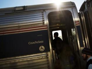 Φωτογραφία για Εγκλωβίστηκαν σε τρένο, το διασκέδασαν παραγγέλνοντας πίτσες