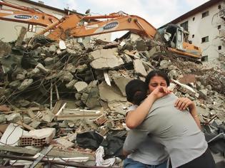 Φωτογραφία για Ο θεός να βάλλει το χέρι του - Δείτε τι εμφανίστηκε στη Τουρκία λίγο πριν τον σεισμό...