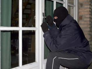 Φωτογραφία για ΠΡΟΣΟΧΗ! Αυτά είναι τα 11 πράγματα που οι κλέφτες σπιτιών θέλουν να κάνουμε για να μπορούν να μας κλέβουν