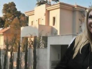 Φωτογραφία για Ζεστό χρήμα για τη Δήμητρα Λιάνη: Πόσο πούλησε τελικά τη βίλα του Παπανδρέου στην Εκάλη;
