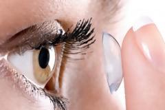 Απίστευτο: Της έβγαλαν 27 φακούς επαφής από το ένα μάτι! Διαβάστε τι έγινε…
