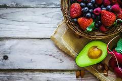 Ποιες τροφές έχουν οι διατροφολόγοι πάντα στην κουζίνα τους;