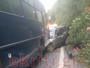 Φωτογραφία για Ι.Χ. συγκρούστηκε με στρατιωτικό λεωφορείο στην Κρήτη
