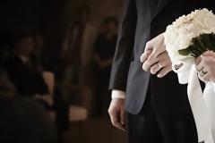 Έρευνα: Ποια είναι η πιο κατάλληλη ηλικία για να παντρευτείτε;