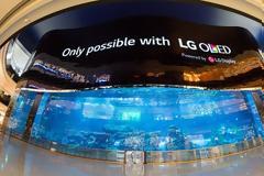 Τεράστια OLED Digital Signage κατασκευή στον κόσμο