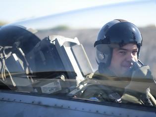 Φωτογραφία για Η πτήση Τσίπρα με το F-16 (2 BINTEO)