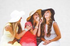 Γιατί όσοι έχουν πολλούς φίλους νιώθουν περισσότερο μόνοι;