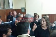 Απίστευτες σκηνές στο Εργατικό Κέντρο Πάτρας - Έπεσε... ξύλο στη συνέλευση για τους αντιπροσώπους ενόψει εκλογών