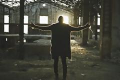 O Ζαν Μπατίστ ζητάει «Συγγνώμη» μέσα από μία μπαλάντα από ψυχής του [video]