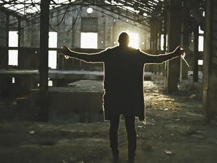 Φωτογραφία για O Ζαν Μπατίστ ζητάει «Συγγνώμη» μέσα από μία μπαλάντα από ψυχής του [video]