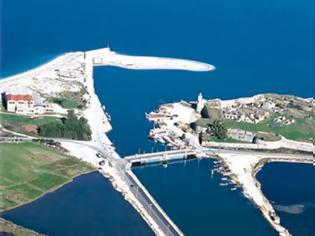 Φωτογραφία για Να δώσει λύση για τη ζεύξη της Λευκάδας ζητά βουλευτής από τον Υπουργό Υποδομών