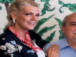 Φωτογραφία για Νίκος Βούτσης: Χώρισε τη γυναίκα του και παντρεύτηκε μια 22 χρόνια νεότερη