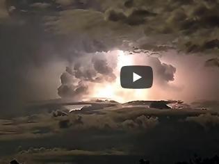 Φωτογραφία για Εντυπωσιακές εικόνες από την καρδιά μιας καταιγίδας [video]