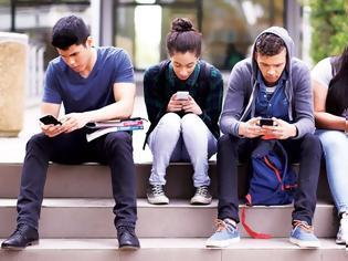 Φωτογραφία για Μισοί από τους χρήστες smartphones ξεκλειδώνουν τις συσκευές τους πάνω από 4000 φορές το χρόνο... χωρίς λόγο