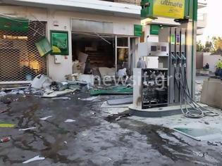 Φωτογραφία για Έκρηξη σε βενζινάδικο στην Ανάβυσσο -  «Μου έβαλαν βόμβα» λέει ο πρατηριούχος (ΦΩΤΟ & ΒΙΝΤΕΟ)