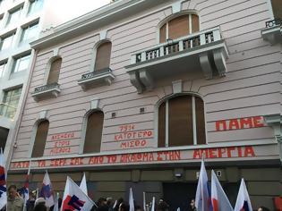 Φωτογραφία για Αγωνιστική παρέμβαση του ΠΑΜΕ στα γραφεία του ΣΕΒ (VIDEO - ΦΩΤΟ)