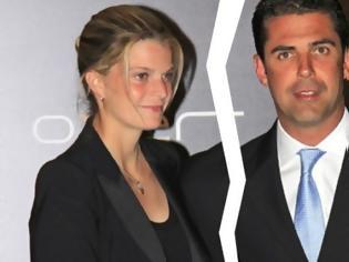 Φωτογραφία για Συντετριμμένη η Αθηνά Ωνάση - Ο Ντόντα παντρεύεται την καλλονή ξανθιά σύντροφό του - ΦΩΤΟ