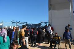 Πάτρα: Μετανάστες μπουκάρουν σε νταλίκες –Απίστευτες σκηνές