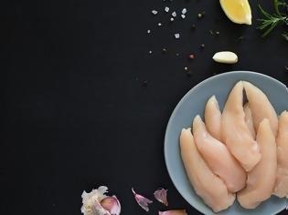 Φωτογραφία για Τα λάθη που κάνεις όταν μαγειρεύεις το κοτόπουλο και αυξάνεις τον κίνδυνο για σαλμονέλα