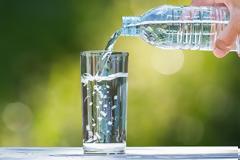 «Νηστεία με νερό»: Η νέα αμφιλεγόμενη δίαιτα που μπορεί να αποδειχτεί επικίνδυνη