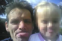 Βρετανία: Πόσταρε φωτογραφία της κόρης του και μετά την έσφαξε (Photos)