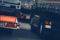 Συναγερμός από την Ιντερπόλ: Έκλεψαν φορτηγό που μετέφερε 34.000 λίτρα εκρηκτικών