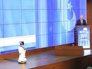 Φωτογραφία για Το... μάστορά του βρήκε Τούρκος υπουργός από ρομπότ: «Μίλα πιο αργά, τι είναι αυτά που λες;»