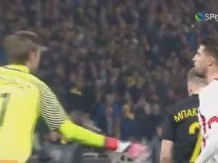 Φωτογραφία για Αυτό είναι το ποδοσφαιρικό ΗΘΟΣ: Δείτε τον Μιραλάς να φτύνει τον Μπάρκα - Τα παράπονα του Μπακάκη [video]