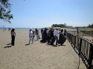 Φωτογραφία για Παιδιά με αναπηρία καθάρισαν την παραλία της Αμουδάρας