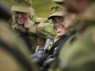 Φωτογραφία για Έτσι (ξανα)πάμε κι εμείς στρατό! Άνδρες και γυναίκες κοιμούνται μαζί και δείτε το αποτέλεσμα...