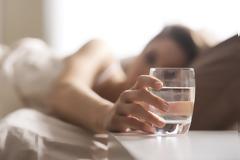 Αυτός είναι ο λόγος που πρέπει να πίνετε νερό το πρωί αμέσως μόλις ξυπνάτε