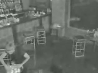 Φωτογραφία για Το σοκαριστικό ατύχημα της barwoman - Δείτε το αν αντέχετε... [video]