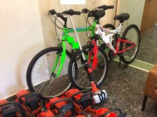 Φωτογραφία για Ιστιαία: Μπήκαν σε κατάστημα και έκλεψαν από ποδήλατα μέχρι αλυσοπρίονα! (ΦΩΤΟ)