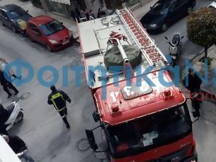 Φωτογραφία για Φωτιά σε διαμέρισμα πολυκατοικίας στην Πάτρα - Φοιτητές κατέβηκαν από τα διαμερίσματα τους