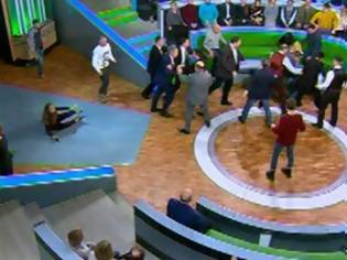 Φωτογραφία για Ρωσία: Παρουσιαστής «πιάστηκε» στα χέρια με πολιτικό αναλυτή on air!