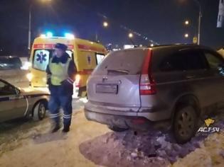 Φωτογραφία για Αυτοκίνητο έπεσε σε πλήθος στη Ρωσία: Νεκροί μία γυναίκα κι ένα τρίχρονο αγοράκι