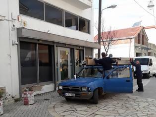 Φωτογραφία για ΜΥΤΙΚΑΣ: Κατέβασε ρολά και ξηλώθηκαν οι πινακίδες στο υποκατάστημα της Τράπεζας Πειραιώς