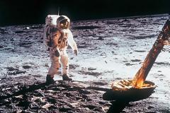 Απόλλων 11, ο άνθρωπος στη Σελήνη