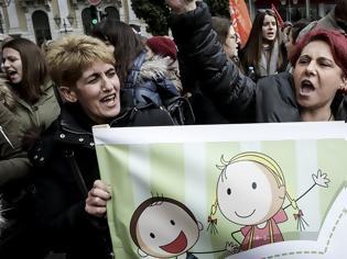 Φωτογραφία για Κλειστοί σήμερα οι δημοτικοί παιδικοί σταθμοί σε όλη τη χώρα: Πορεία εργαζομένων στη Βουλή