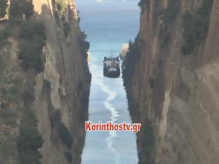 Φωτογραφία για Απίστευτες εικόνες: Ολόκληρη πλαγιά έπεσε μέσα στη διώρυγα της Κορίνθου