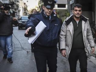 Φωτογραφία για Συνελήφθη και αφέθηκε ελεύθερος ο Κώστας Βαξεβάνης μετά τη μήνυση Σαμαρά για συκοφαντική δυσφήμιση – Στις 16 Απριλίου η δίκη (ΦΩΤΟ & ΒΙΝΤΕΟ)