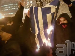 Φωτογραφία για Μεγάλη πρόκληση από Σκοπιανούς εθνικιστές..Έκαψαν την ελληνική σημαία σε διαδήλωση για την ονομασία της χώρας τους
